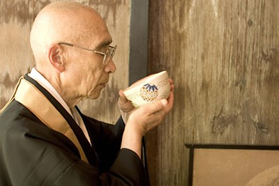 monk-drinking-tea
